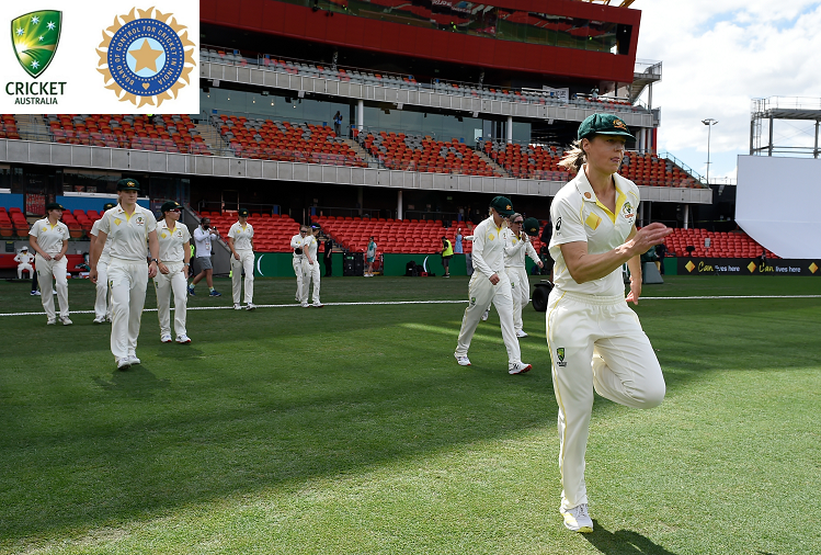 IND v/s AUS : On the third day of the Pink Ball Test match, Team India crossed 300 runs in the first innings, Deepti Sharma and Tania Bhatia were present at the crease, Australian bowlers craved the wicket.