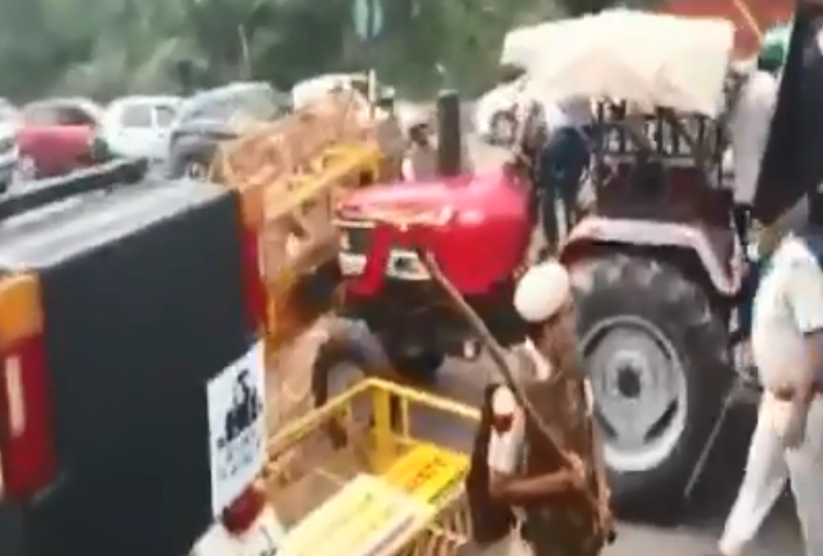In Panchkula, Haryana, farmers were protesting against lathi charge, delay in paddy procurement, when the police rained sticks, watch video