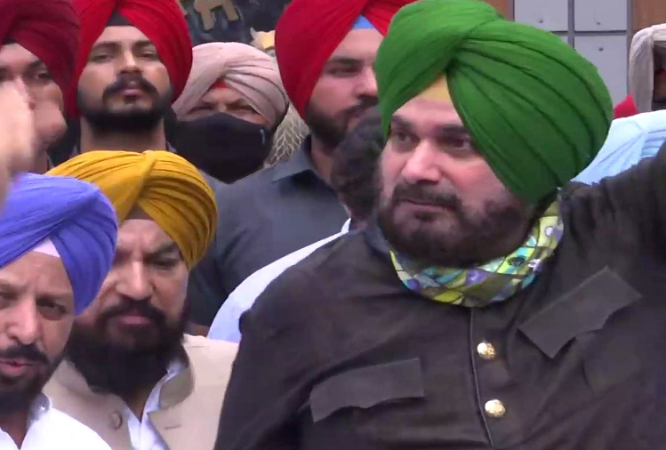Anger among farmers over Lakhimpur Kheri incident, opposition took to the road, protests in Chandigarh led by Navjot Singh Sidhu in Punjab