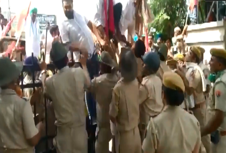 Rajasthan : Lakhimpur Kheri incident led to protests in Rajasthan, police fired lathis on farmers in Hanumangarh, watch video