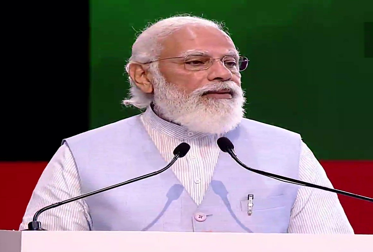 PM Modi digitally flagged off 75 modern electric buses in many districts including Lucknow, Kanpur, Varanasi in UP, said - achievements of 75 years are displaying new resolutions of the country