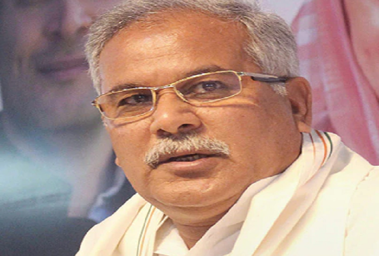 Lucknow: If the Yogi government of UP did not give permission, Chhattisgarh CM Bhupesh Baghel sat for two hours at Lucknow airport, virtually connected with people from the airport itself, said - killers roaming in the open, putting those who talk about justice in jail Given
