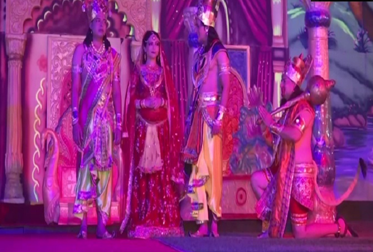 Rehearsals of Delhi's popular Ramlila started, many artists performed the character of Ramlila in the best style on stage, organized full dress rehearsal