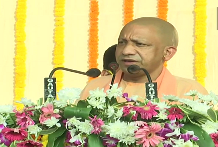 UP CM Yogi Adityanath inaugurated 144 development projects in Chandauli, said - Now the youth of Chandauli will not have to go out for medical education