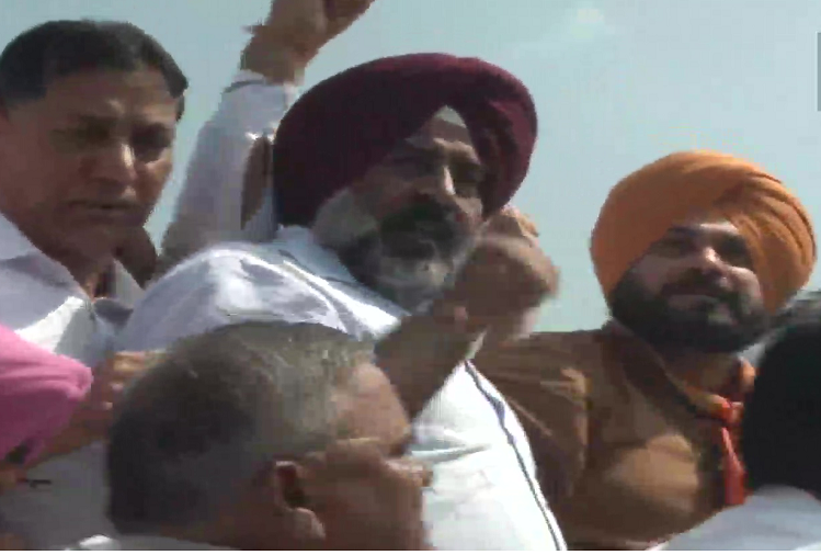 Lakhimpur Kheri violence : Punjab Congress marches from Mohali to Lakhimpur Kheri to protest against the farmers' crushing incident, Navjot Singh Sidhu said - If the Union Minister of State for Home's son is not arrested, I will sit on hunger strike tomorrow