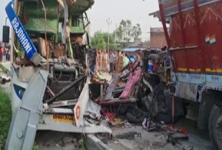 In Barabanki, UP, a Volvo bus going from Bahraich to Delhi collided with a truck, 15 passengers killed, more than 30 injured, CM, Deputy CM expressed grief