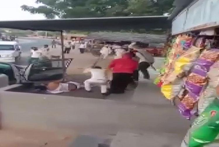 Bikaner : Gunda Raj in Rajasthan, Bikaner district president Megh Singh was publicly attacked in the middle market market, the miscreants kept beating for a long time with sticks