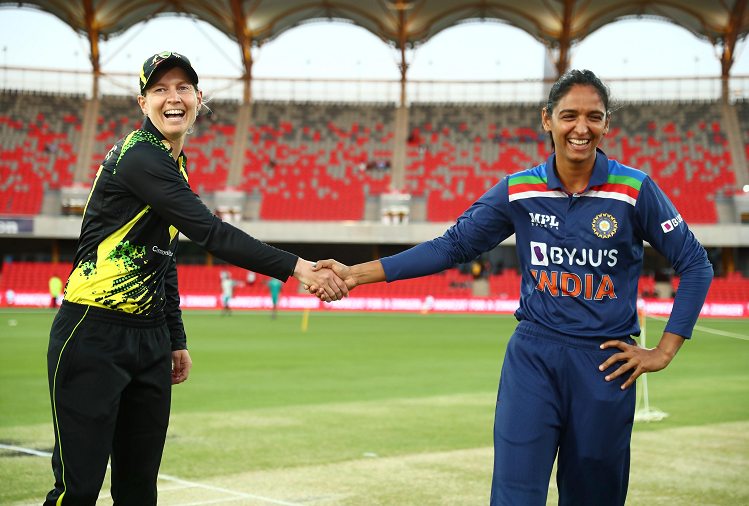 Indian women's team won the toss and elected to bowl first in the third Twenty20 match, gave Australia a blow in the very first over, opener Alyssa was out after scoring 4 runs.