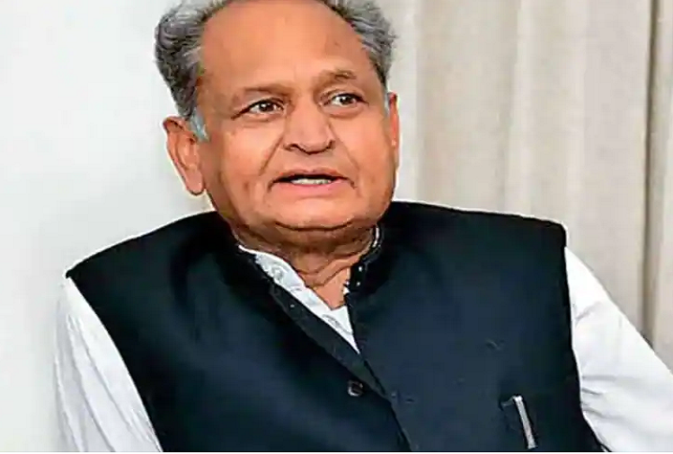 Jaipur : After angioplasty, on the advice of doctors, CM Ashok Gehlot watched 'Mother India' movie alone in CM House after 25 years, then gave a review to the media like this?