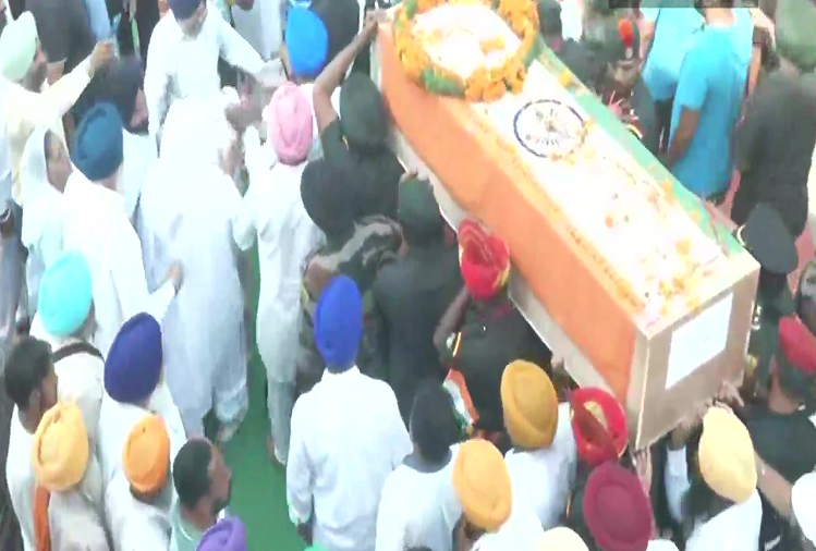 Punjab : The body of Naib Subedar Shaheed Jaswinder Singh of Punjab reached Mana Talwandi village of Kapurthala, today the funeral will be held with full military honors, a JCO and four jawans were martyred in a terrorist encounter on October 11