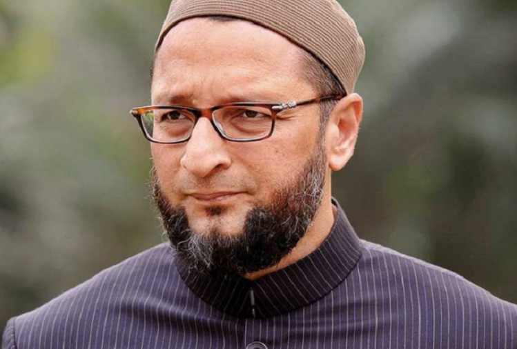 Asaduddin Owaisi said - They are presenting distorted history, will make Savarkar the father of the nation instead of Gandhi.