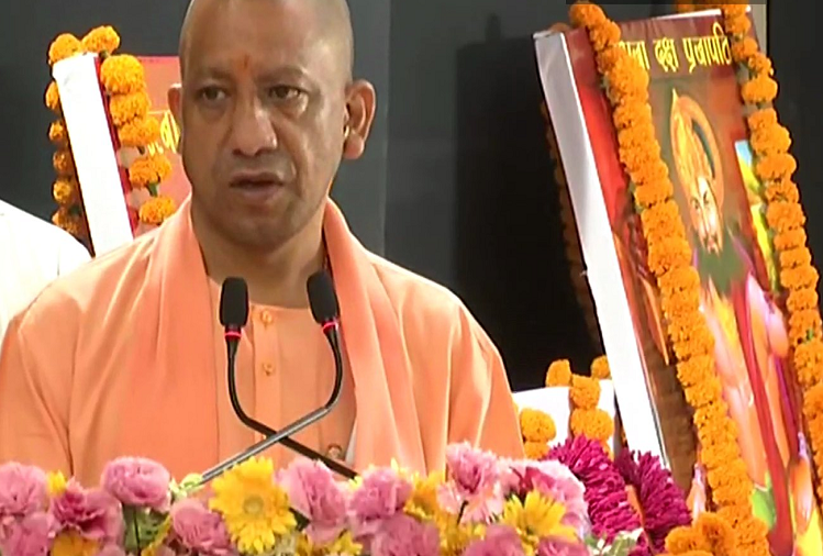 Lucknow : UP CM Yogi Adityanath made a verbal attack on the previous governments, said - the nature of the previous governments was in the riots, they used to push the rioters, in four and a half years there was not a single riot in UP