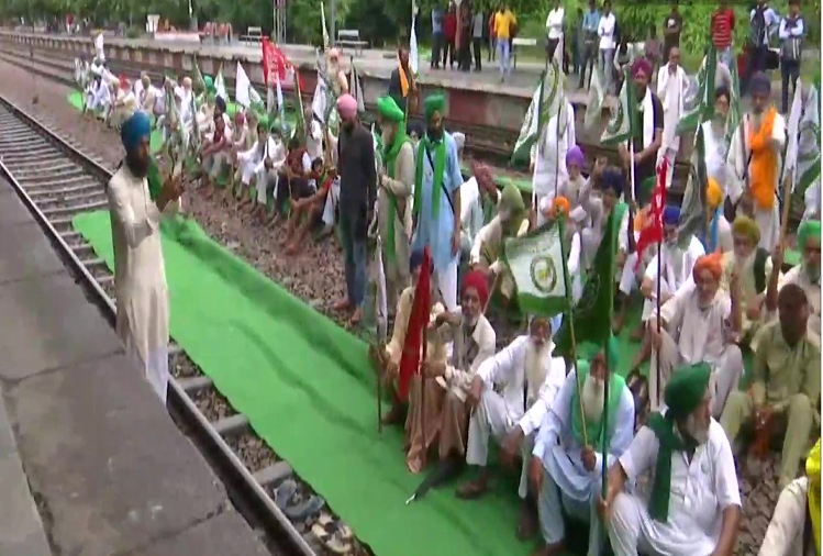 Rail roko movement of farmers started across the country to protest against Lakhimpur Kheri incident and demand for the dismissal and arrest of Minister of State Ajay Mishra, Haryana and Punjab have the most impact