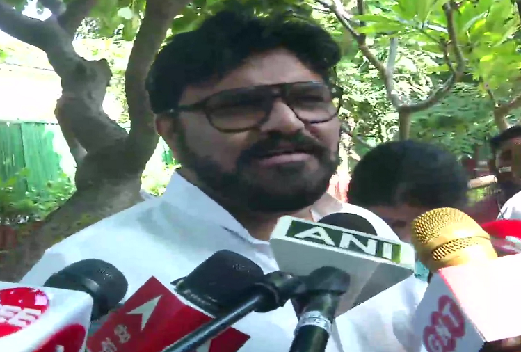 Former Union Minister Babul Supriyo got emotional while officially resigning from the post of BJP MP, said - I am feeling distressed while leaving the party for which I worked for 7 years