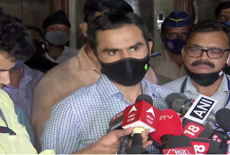Mumbai : Maharashtra minister Nawab Malik threatens to put NCB officer Sameer Wankhede in jail in drugs case. Wankhede said - I am a small government employee, if they want to put me in jail for removing drugs then you are welcome
