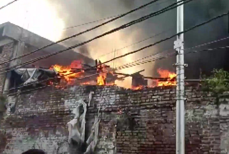 Kanpur : Fire in cotton godown in Kanpur, cotton worth lakhs of rupees burnt